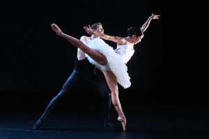 Andrea-Yorita-and-Zachary-Kapeluck-of-BalletX-in-Beasts-by-Nicolo-Fonte.Photo-by-Bill-Hebert