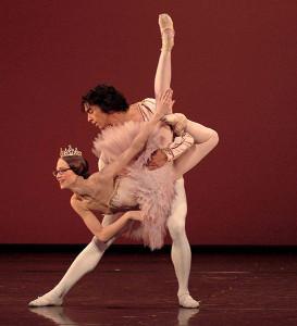 Stuttgart-Ballet_Grand-Pas-de-Deux-by-Christian-Spuck-by-Regina-Brocke